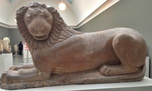 Gravløve Korinth 600 f.kr kalksten