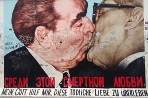 East Side Gallery Bresjnev og Honecker 1000