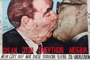 East Side Gallery Bresjnev og Honecker
